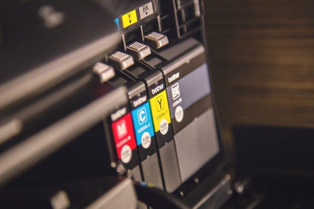 Impresoras portátiles Este tipo de impresoras no representan a ningún tipo de tecnología en concreto. En este caso, son máquinas que se pueden transportar y nos permiten imprimir en cualquier momento y lugar. Son una buena herramienta para viajes, ya que, en el caso de tener una emergencia, nos pueden sacar del apuro. Su uso no está aún muy extendido, pero esto puede cambiar muy pronto debido a las grandes opciones que están en desarrollo.